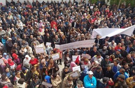 الكاف تنذر الحكومة التونسية.. الإضراب بداية التصعيد