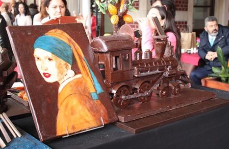 الشوكولاته في إسطنبول.. أبراج وسفن ولوحات عالمية (صور)