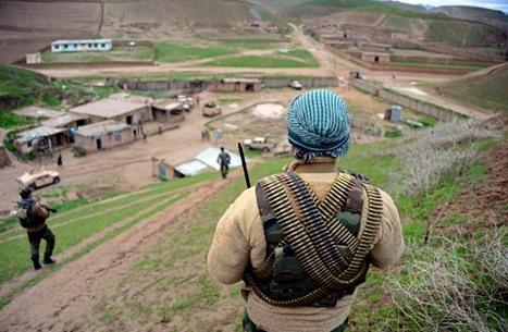 استهداف قاعدة جوية أمريكية بأفغانستان بسيارة مفخخة