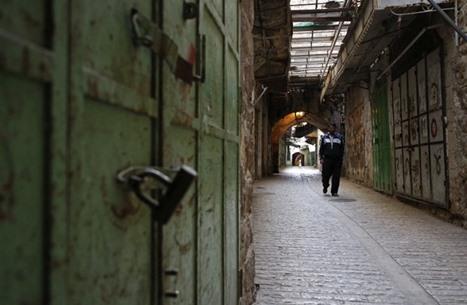 الأسرى المضربون يصعدون وإضراب شامل بالضفة وغزة (شاهد)