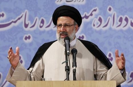 """رحلة تتويج رئيسي بحكم إيران.. ما علاقته بـ""""لجنة الموت""""؟"""