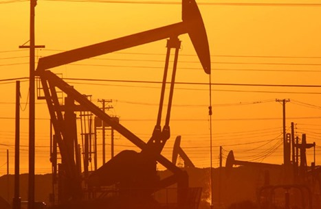 الاستثمارات تتلاشى ومعروض النفط دون الطلب بعد 2020