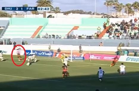 لاعب مغربي يضيع أسهل فرصة في تاريخ كرة القدم (فيديو)