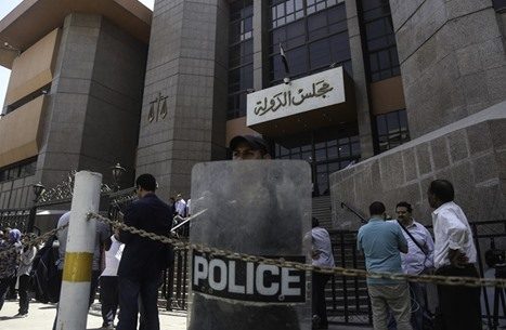 حكومة السيسي تمنع الموظفين من اللجوء للقضاء ضدها