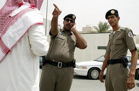 معلمة سعودية تنقذ طالبة من لص خلال درس عن بعد (فيديو)