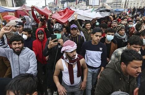 محتجون يغلقون شركة نفط ذي قار العراقية بسبب البطالة (شاهد)