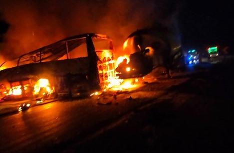 مقتل 20 مصريا بحادث تصادم.. وجثث متفحمة (شاهد)