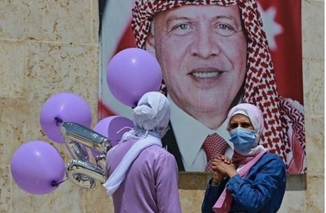 """محكمة الاستئناف بالأردن تبرئ فتاة """"أبوي أحسن من الملك"""""""