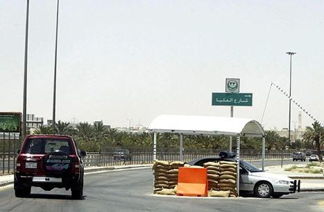 الرياض: قضايا فساد بنحو 400 مليون واعتقال ضباط ومسؤولين