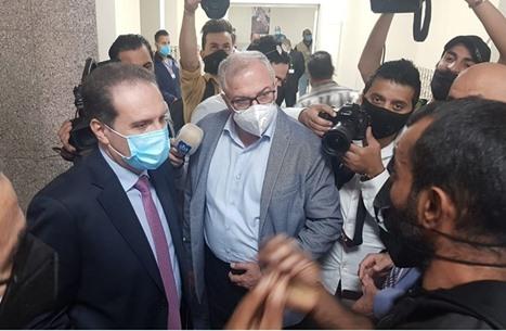 """أردني يصرخ بوزير صحة بلاده بسبب """"الإهمال"""": أبي يموت (فيديو)"""