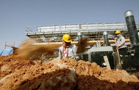 """السعودية تتجاهل """"الضبابية"""" وتؤكد: متفائلون بسوق النفط 2017"""