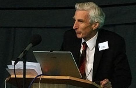 عالم فيزياء فلكية بريطاني يعترف بوجود الخالق بعد رحلة بحث