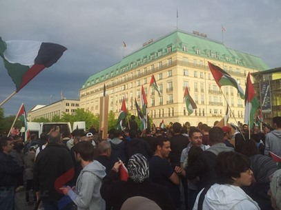 أطول علم فلسطيني في برلين لإحياء ذكرى النكبة - عربي21 - (5)