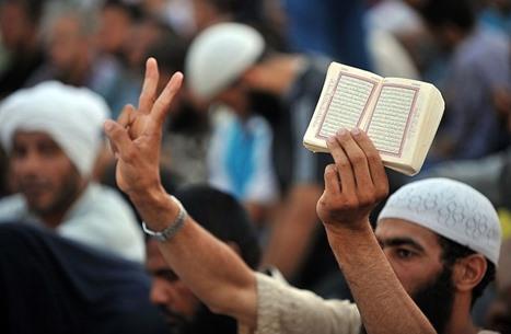 ورقة بحثية تناقش تغيّرات الحركات الإسلامية المشاركة بالسلطة
