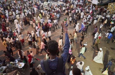 """حشد في السودان لـ""""مليونية"""" ضد """"حكم العسكر"""""""