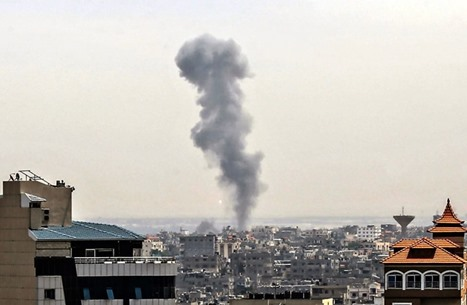 الاحتلال يشن غارات على مناطق مفتوحة في غزة (شاهد)