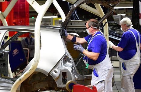 """تحسن إنتاج السيارات بتركيا.. و""""الصناعة"""" تتعافى تدريجيا"""