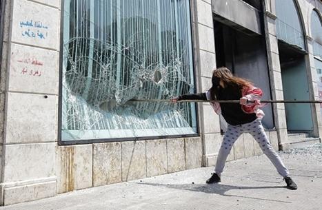 التايمز: لبنان يسير نحو كارثة اقتصادية.. ومخاوف من العنف
