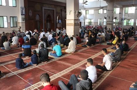 أداء صلاة العيد بغزة رغم تواصل قصف الاحتلال (شاهد)