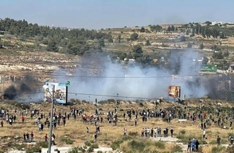 """فلسطينيو الضفة يطالبون بــ""""قيادة موحدة"""" للانتفاضة"""