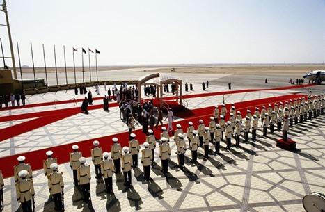 السعودية تغيّر لون سجاد مراسم استقبال الرؤساء (شاهد)