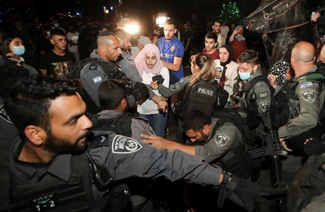 كاميرا بمواجهة البندقية.. هكذا وثّق المقدسيون جرائم الاحتلال