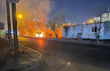 احتجاجات وأعمال حرق قرب القنصلية الإيرانية بكربلاء (شاهد)