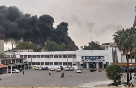 تسرب نفطي يتسبب باندلاع حريق كبير بمصفاة حمص (صور)
