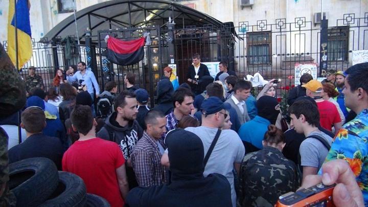 أوكرانيون يحتجون أمام السفارة الروسية - أوكرانيون يحتجون أمام السفارة الروسية (3)