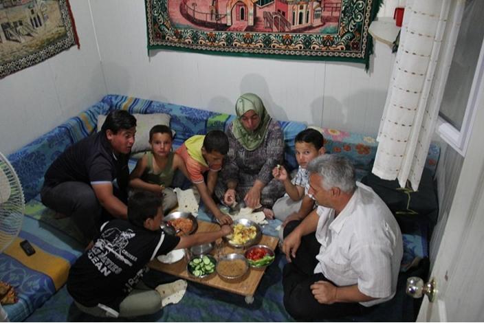 السوريون في تركيا.. سحور بطعم مرارة اللجوء - السوريون في تركيا.. سحور بطعم مرارة اللجوء (10)