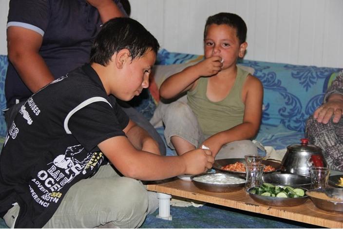 السوريون في تركيا.. سحور بطعم مرارة اللجوء - السوريون في تركيا.. سحور بطعم مرارة اللجوء (21)