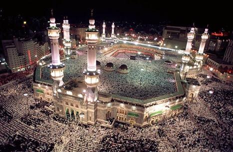 """مليونا مصل يؤمون الحرم المكي.. """"اللهم حرر المسجد الأقصى"""""""