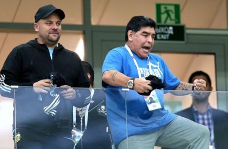 وفاة نجم كرة القدم الأسطورة مارادونا بعد معاناة مع المرض