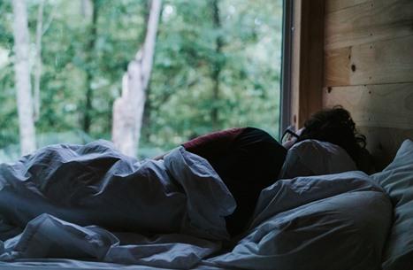 دراسة: الضوضاء البيضاء التي تساعد على النوم قد تكون مضرة