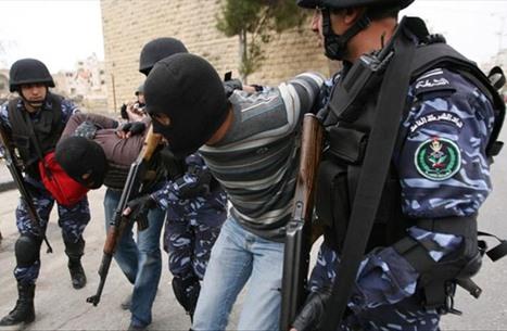 11 معتقلا سياسيا بسجون السلطة يبدؤون إضرابا عن الطعام