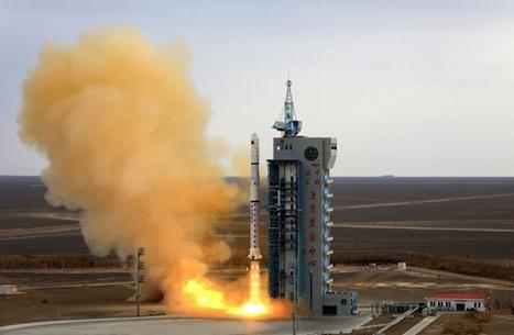الصين ترفع علم البلاد على سطح المريخ وتحتفل (شاهد)