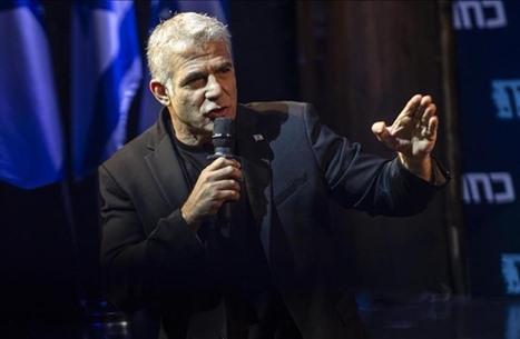 كاتب إسرائيلي ينتقد خطة لابيد: لن تنتزع مواقف من حماس