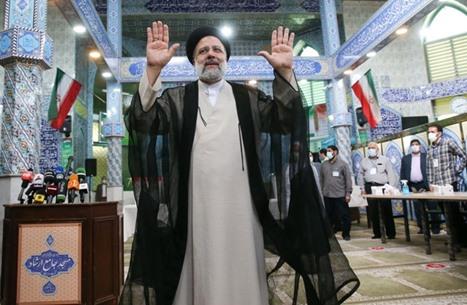 بوليتكو: الرئيس الإيراني الجديد يشكل معضلة أمام بايدن