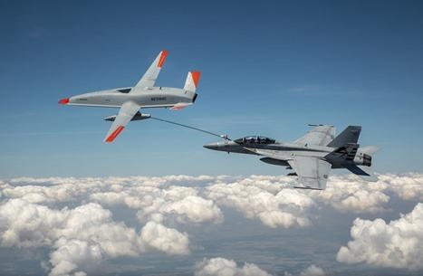طائرة بدون طيار تزود مقاتلة أمريكية بالوقود في الجو (شاهد)