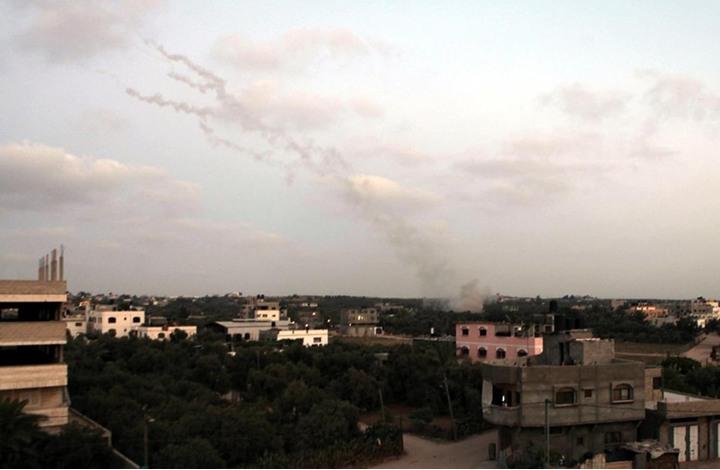 الاحتلال يشن غارات على غزة بعد زعمه هجوما صوب مستوطنات