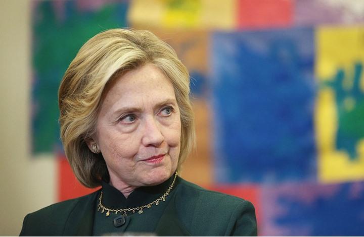 هيلاري كلينتون تشارك بكتابة رواية سياسية عن الفوضى بأمريكا