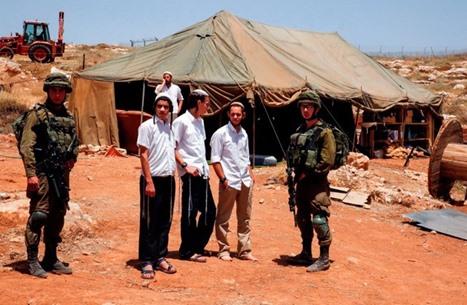 تقرير إسرائيلي: الجيش يواصل تغطية جرائم المستوطنين بالضفة