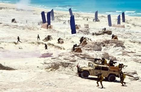 الجيش المصري ينفذ عملية برمائية قرب حدود ليبيا (شاهد)