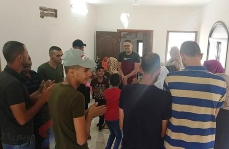 هكذا احتفل ابن أسير محكوم بـ16 مؤبدا بنجاحه بالضفة (شاهد)
