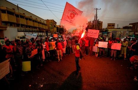 تفاعل مستمر للنشطاء بمواقع التواصل مع فض اعتصامات بدارفور