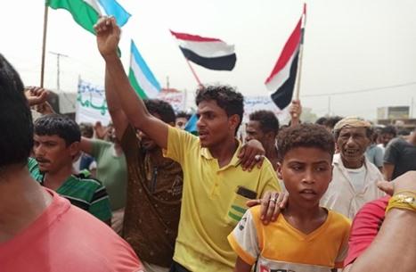 """حراك شعبي رافض لنجل شقيق صالح بـ""""الخوخة"""" اليمنية"""
