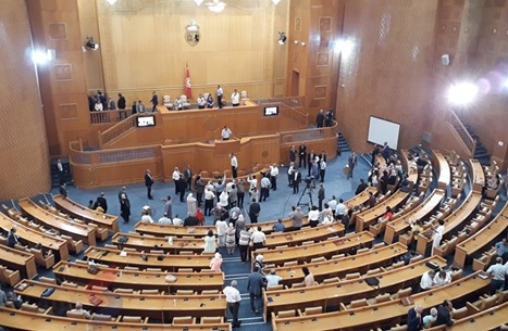 فوضى ببرلمان تونس ورئاسة المجلس تقاضي عبير موسى (شاهد)