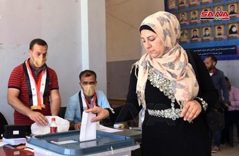 امرأة ثانية تترشح للرئاسة السورية ضمن 11 مرشحا