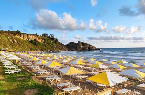 تركيا تخصص شاطئا للنساء في إسطنبول