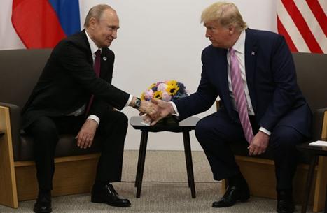 بوتين يسخر من رفع علم المثلية على سفارة واشنطن ويلمح